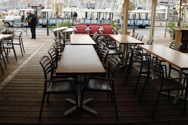Les bars sont fermés à Marseille depuis l'annonce du ministre de la Santé le 23 septembre.