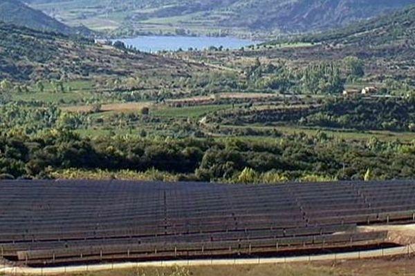 Le Bosc (Hérault) - la plus grande ferme photovoltaïque du département. 35.000 panneaux solaires - 8 octobre 2013.