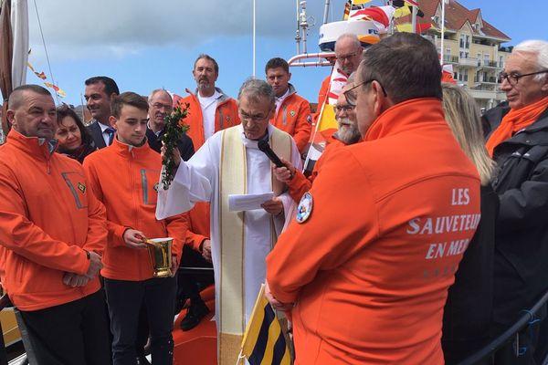La vedette de la SNSM de Dives-sur-Mer a été bénie ce samedi comme le veut la tradition