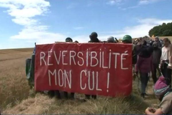 Des manifestants visiblement peu enclins à valider le projet.