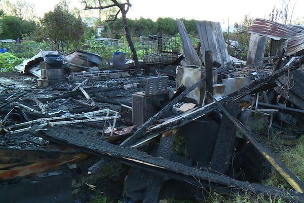 Un cabanon a été ravagé par les flammes la nuit dernière à Pau.