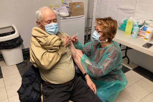 Un nouveau centre de vaccination COVID 19 a ouvert ses portes à Volvic (Puy-de-Dôme) ce lundi 15 mars.