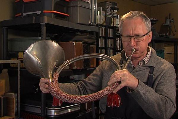 Patrice Druelle, luthier depuis 25 ans à Calais a trouvé un successeur