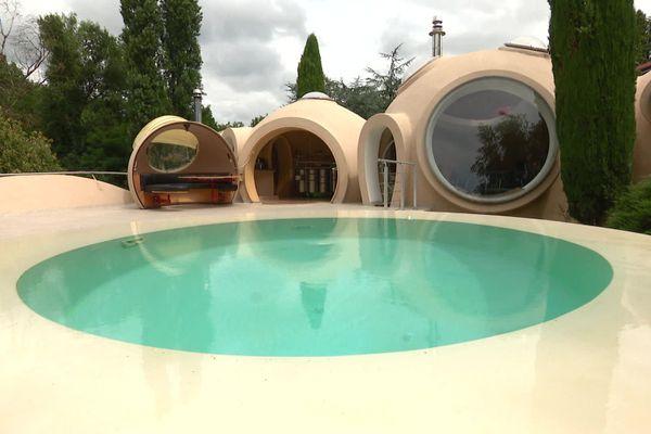 La maison-bulle de Fontaines-sur-Saône (métropole de Lyon) où les angles sont proscrits.