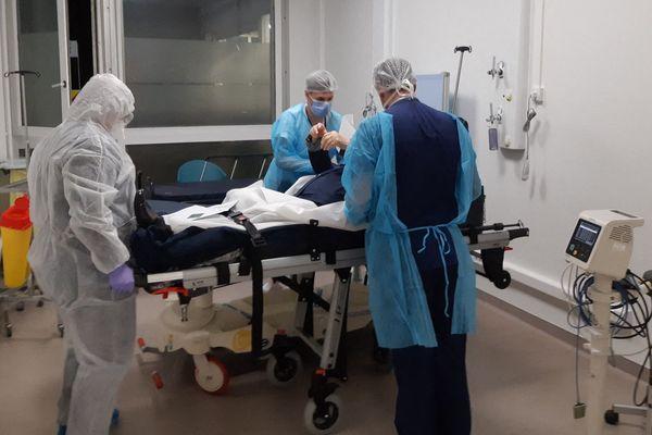 L'hôpital de campagne devrait être équipé d'une trentaine de lits dans un premier temps.