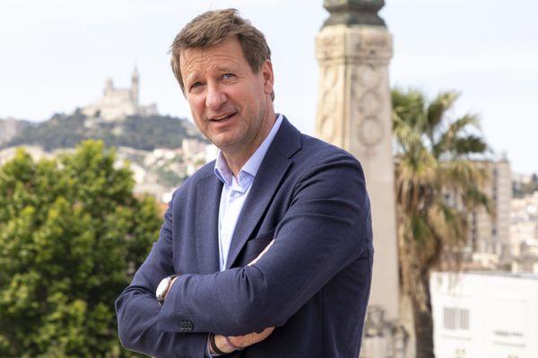 """""""Si Fabienne Grébert gagne, je vais à la présidentielle. Et si elle ne gagne pas, j'y vais quand même!"""", a lancé Yannick  Jadot, en plaisantant, à une passante l'ayant reconnu à son arrivée à Lyon."""