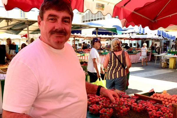 Alain Dandonneau est présent depuis 50 ans sur le marché de La Rochelle.