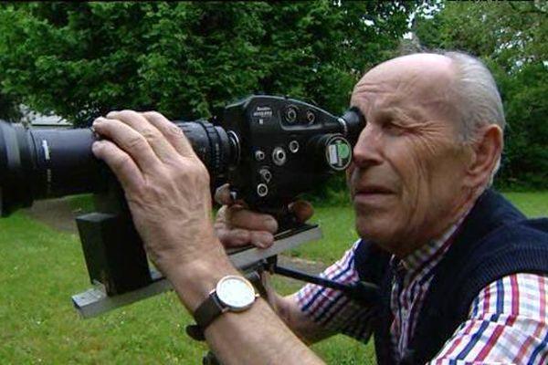 Roger Batteault ne tourne qu'en Super8, une technologie datée qui donne une patine particulière à ses films.