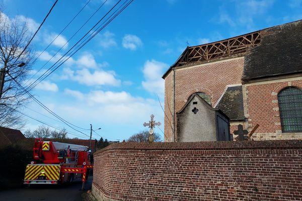Une partie du toit de l'Eglise de Vendegies-au-Bois s'est envolée.