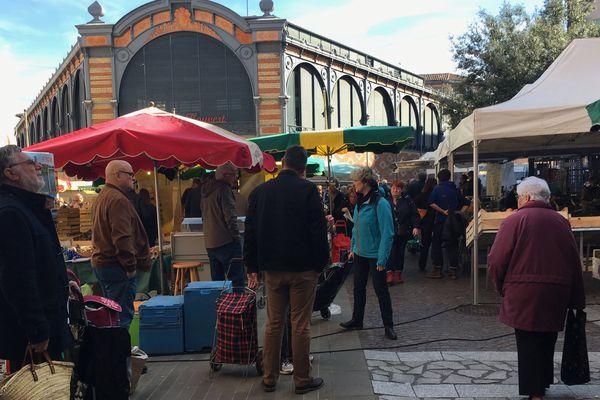 Tous les samedis matins, les Albigeois sont nombreux à venir faire leur marcher au marché couvert, en plein centre-ville.