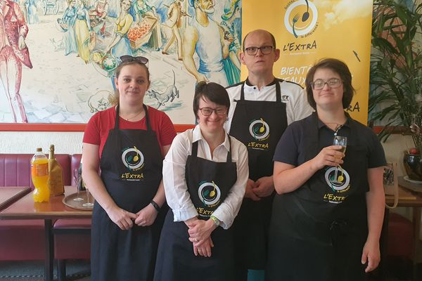 Clémentine, Céline, Yanick et Marie-Liesse, quatre des huit futurs salariés du restaurant l'Extra