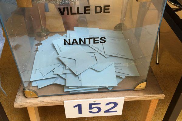 L'urne du bureau de vote 152 à Nantes, mai 2017