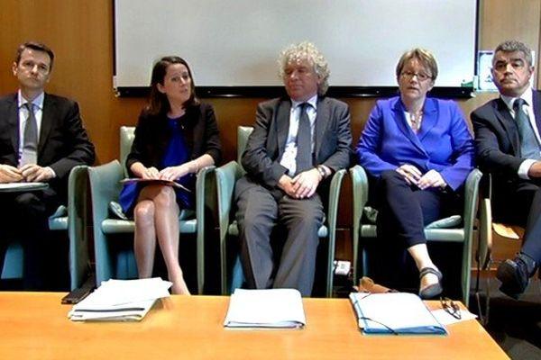 Les cinq élus de l'ouest favorables à une fusion Bretagne-Pays de la Loire réunis à Nantes le 26 mai 2014