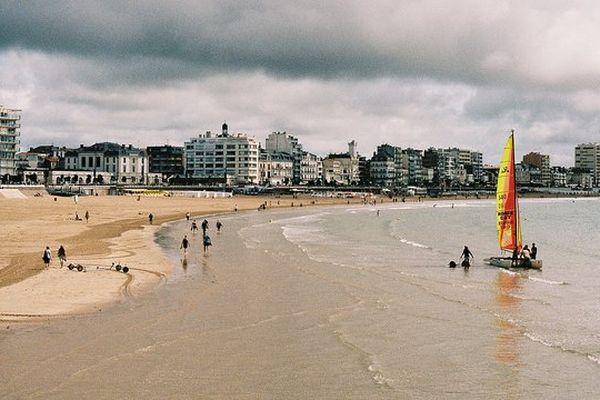Les Sables-d'Olonne, si le sable reste au pied de la ville construite sur la dune, c'est par un ingénieux système de circulation de l'eau sous le sable...