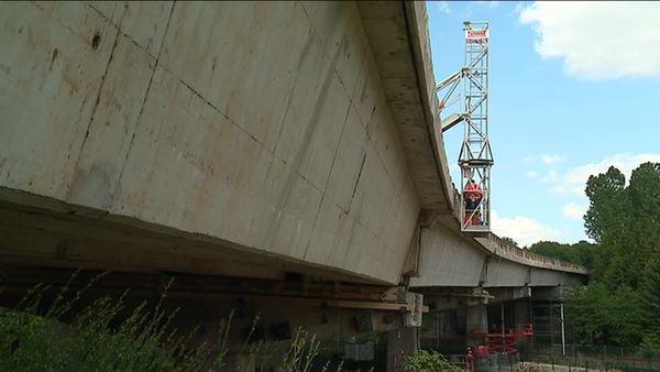 Les travaux ont également concerné le dessous du pont.