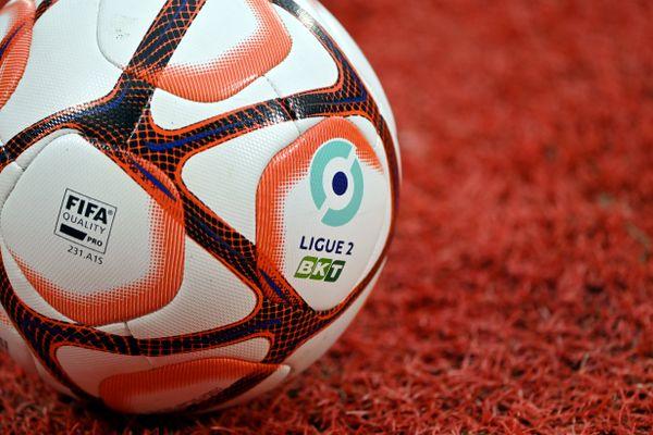 L'ASNL doit faire face aux mécontentements de 13 autres clubs engagés en Ligue 2 qui lui reprochent ses méthodes de recrutement.