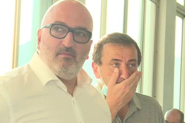 L'air soucieux des proches de Jean-Christophe Angelini (au deuxième plan, Paul-André Colombani, député et colistier), à l'approche des résultats, en dit long.