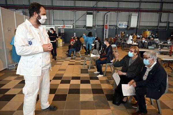 Vincent Bounes, chef du SAMU 31 au vaccinodrome de Toulouse