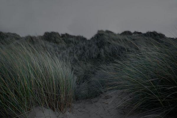 La nuit tombe sur les plages du Nord