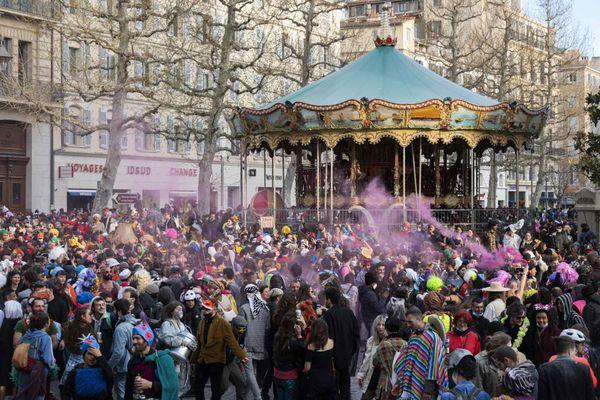 Plus de 6000 personnes défilent lors du Carnaval de La Plaine entre la Place Jean Jaurès et la Canebière