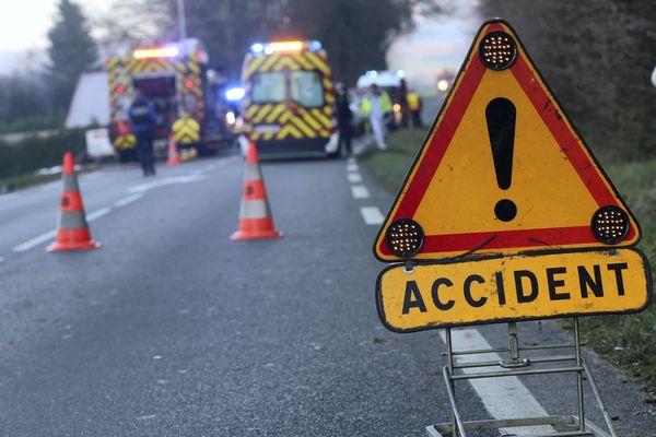 Intervention des sapeurs-pompiers pour un accident de la circulation routière. Photo d'illustration.