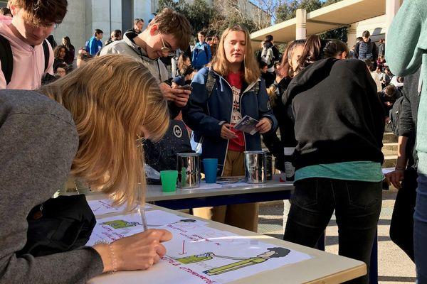 Les élèves formulent leurs propositions pour améliorer la démarche environnementale.
