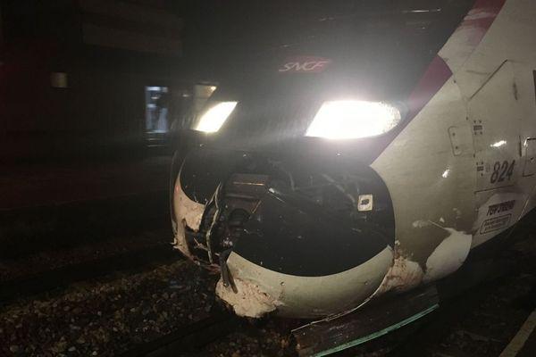 Le nez du train a été endommagé.