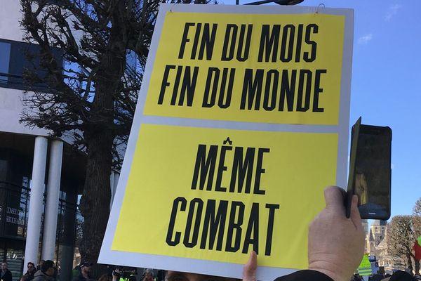 Les gilets jaunes et les défenseurs de la planète manifestent ensemble le samedi 16 mars 2019 à Caen