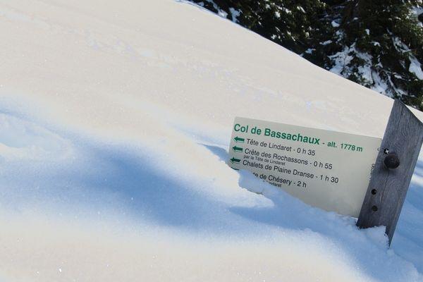 Tous les hivers le col ferme mais cette année la route est bloquée avec quelques semaines d'avance.