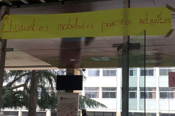Nouveau blocage de la Faculté des Lettres de l'Université de lorraine à Nancy.