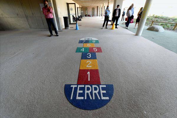 """Mobilisation des associations des parents d'élèves des écoles de Toulouse """"pour dire non à un accueil périscolaire au rabais""""."""