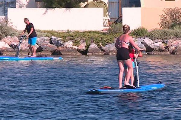 La discipline importée des Etats-Unis s'invite sur les eaux des étangs du Barcarès pour des balades familiales.