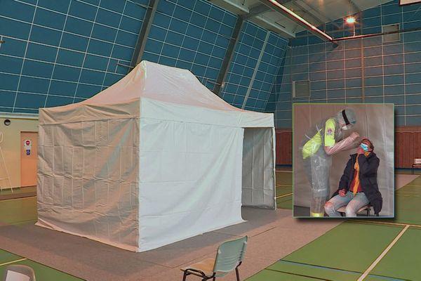 Un des centres éphémères de dépistage Covid-19 installés en Normandie. Exemple au gymnase de Luneray (Seine-Maritime) le 10 avril 2021.