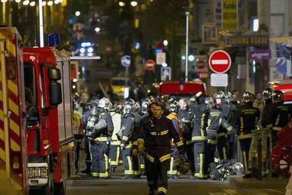 Le feu qui s'était déclaré dans un immeuble de la Cité du Labyrinthe, dans le quartier de Ménilmontant, avait fait cinq morts et des dizaines de blessés.