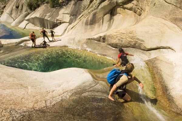 Face à l'afflux de touristes dans le canyon de Purcaraccia, le préfet de Corse a restreint l'accès au site entre le 12 août et le 15 septembre.