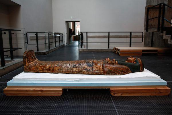 L'étude a porté sur les tissus, en lin, des momies égyptiennes. Exemple d'une momie égyptienne, ici, exposée au Musée de Besançon
