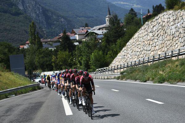 Les coureurs de l'équipe Ineos lors du Tour de France 2019 entre Albertville (Savoie) et Val Thorens.