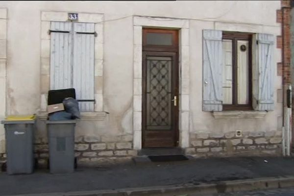 Le 33 rue de la Paix dans le quartier de Ville-Gozet à Montluçon. Devant ce domicile, des coups de feu ont été tirés dimanche 16 juillet. Un homme d'une quarantaine d'année a été grièvement blessé et transporté au CHU de Clermont-Ferrand.