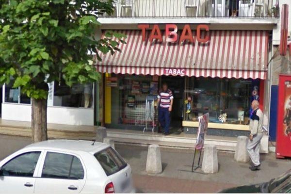 C'est ce bureau de tabac  qui a été braqué à 5h20 par cinq hommes armés et cagoulés.