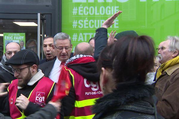 Le candidat LREM Eric Faidy a été chahuté par les manifestants mais il n'y a pas eu de casse.