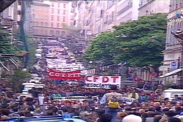 Le 3 mai 1989, les Corses obtiennent la prime d'insularité après des mois de conflit avec Paris.