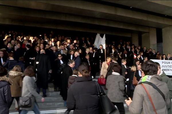 Près de 200 avocats réunis ce vendredi matin pour soutenir la Cour d'appel de Caen dans la nouvelle carte judiciaire