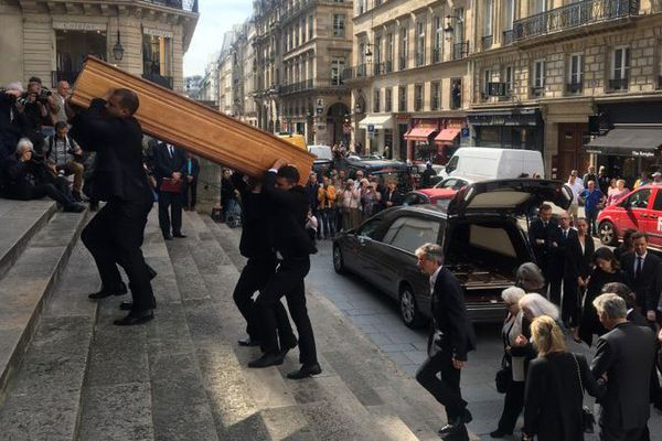 Dernier hommage à Pierre Bellemare en l'église Saint-Roch à Paris. Proches, amis anonymes sont là en ce jeudi 31 mai.