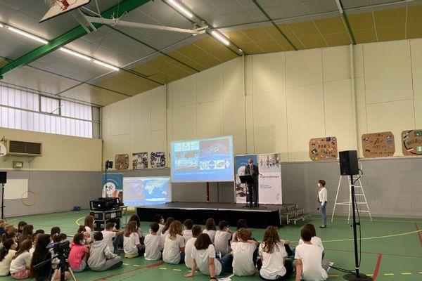 Le collège de Gueux est le seul de France à avoir obtenu l'autorisation cette année d'une liaison avec la station spatiale internationale.