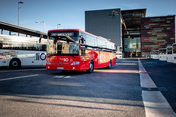 Un bus de transport scolaire à Perpignan (66).
