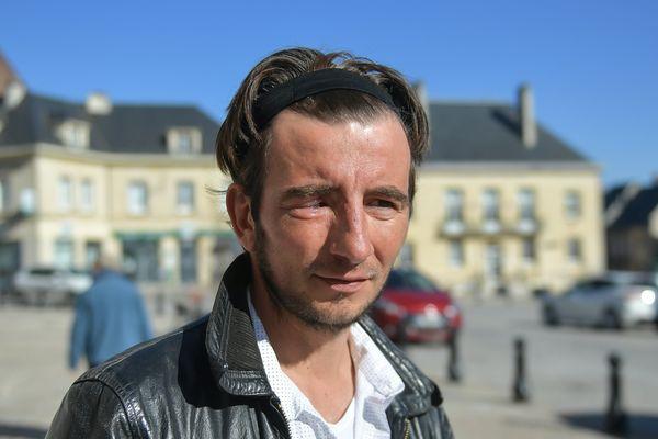 Le 8 décembre, Alexandre Frey, qui habite Vendeuil-Caply dans l'Oise, est touché à l'oeil par le tir d'un lanceur de balles de défense lors d'une manifestation de gilets jaunes à Paris.