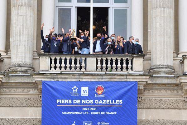 Dimanche 16 mai, les basketteuses du BLMA ont salué la foule depuis le balcon de l'Opéra de Montpellier.