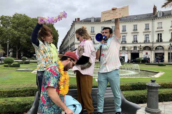 Manifestation à la place Jean Jaurès de Tours pour le lancement de la concertation de l'aménagement du lieu.