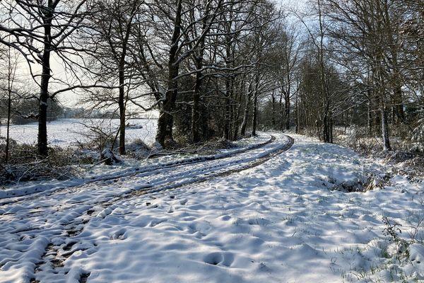 Un chemin enneigé sur la commune de Goven au sud de Rennes.