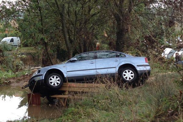 Voitures emportées par les inondations à Grabels (34) après les violents orages de la nuit du 6 au 7 octobre 2014